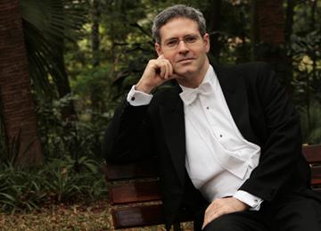 Pianist Eduardo Monteiro Mesmerizes CAM